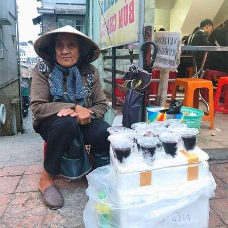Sữa chua nếp cẩm rất đắt khách tại Đà Lạt