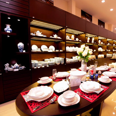 trưng bày sản phẩm gốm sứ Minh Long